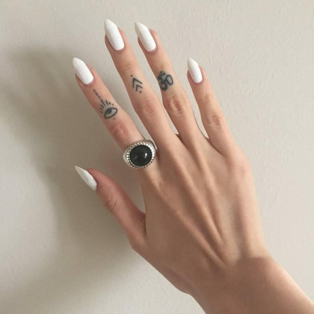 Little Finger Tattoos On Lucrezia
