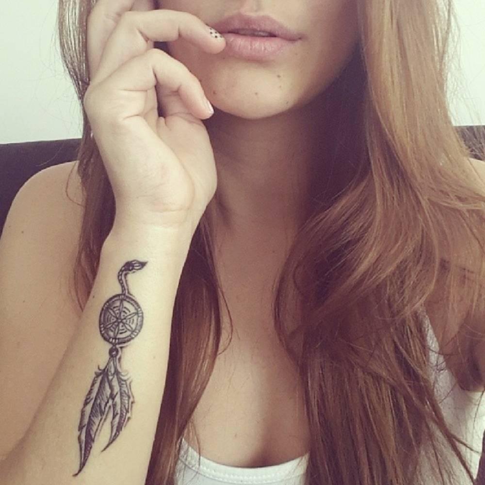 Little forearm tattoo of a dreamcatcher on Dani del Corral, colombian pop music artist.