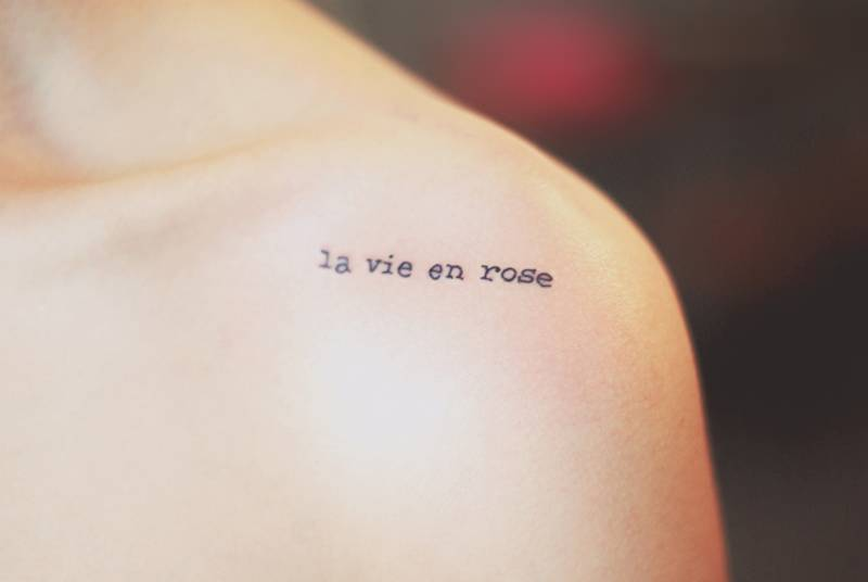shoulder tattoo saying la vie en rose by seoeon