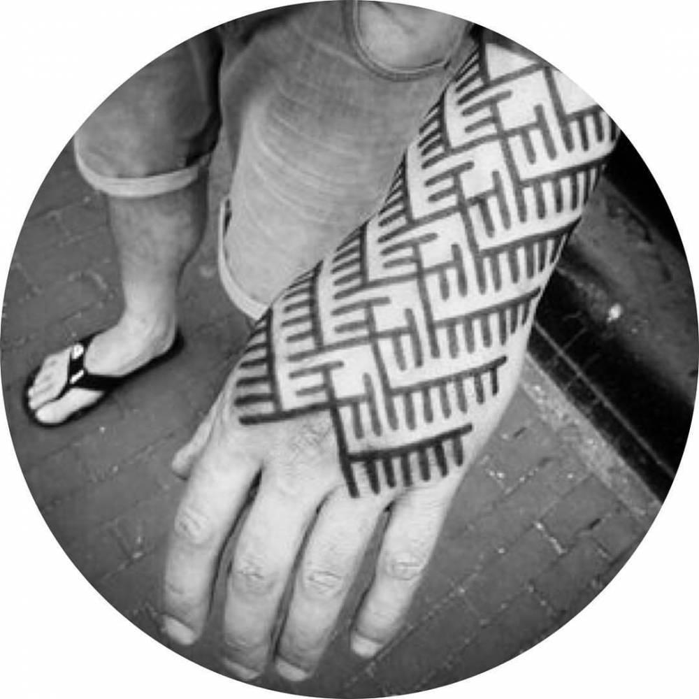 Custom pattern tattoo on Rob.