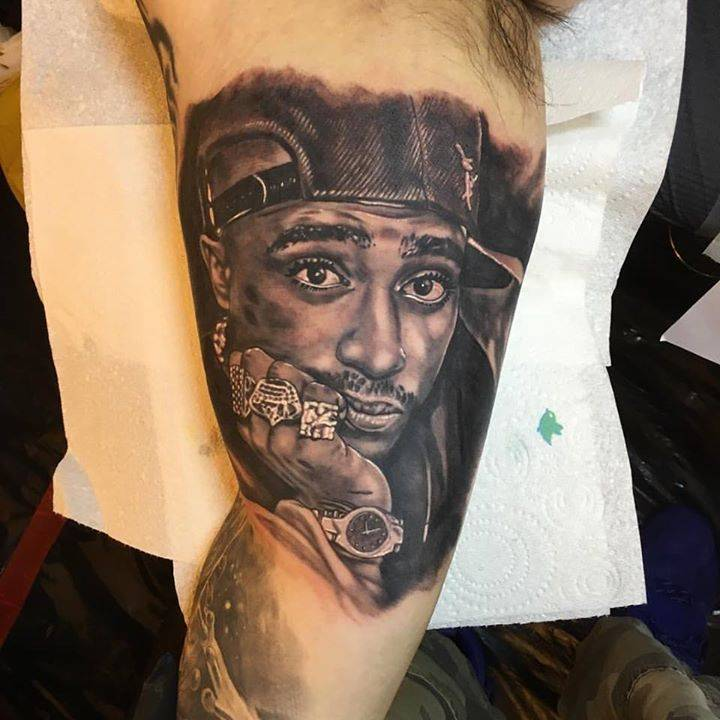 Struggled to get a good photo of this 2Pac portrait from the Sunday Liverpool Tattoo Convention. Inner bicep so It's quite red and aggravated. this is the best I managed to get.