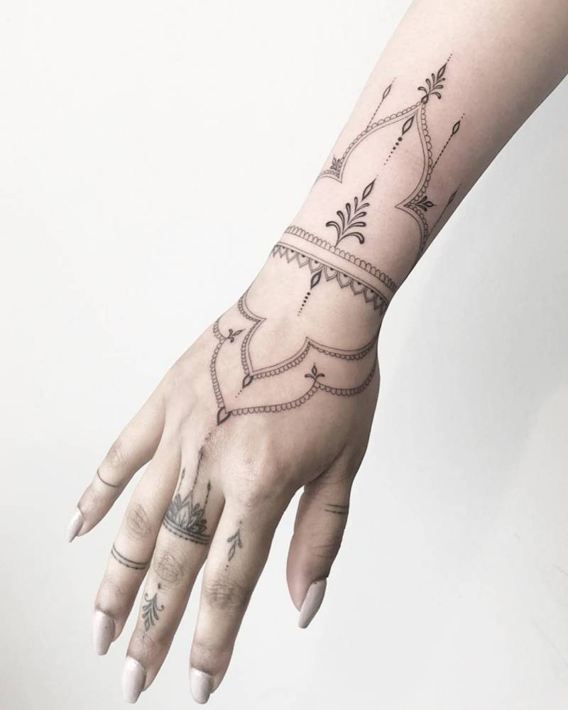 Henna-like ornamental tattoo (fingers healed - hand and arm fresh).
