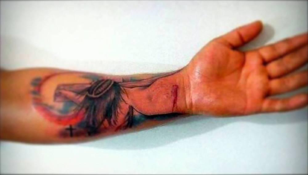 Tatuaje De La Crucifixión De Jesus En 3d Obra De