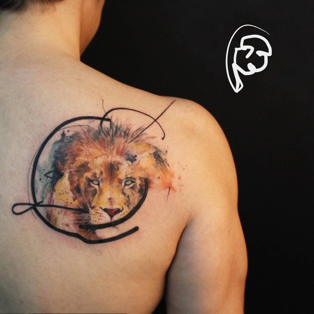 Graphic style lion tattoo on the right shoulder blade.
