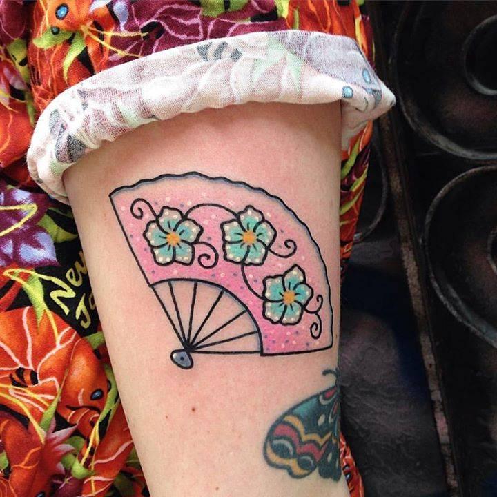 Flowery hand fan for Roni.