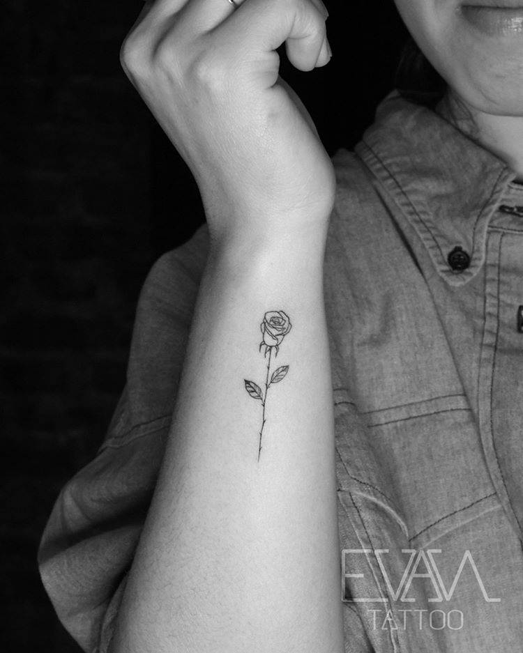 Fine line tattoo on the right forearm.