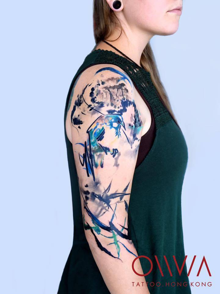 Abstract tattoo on the right upper arm and shoulder for Hong kong tattoo
