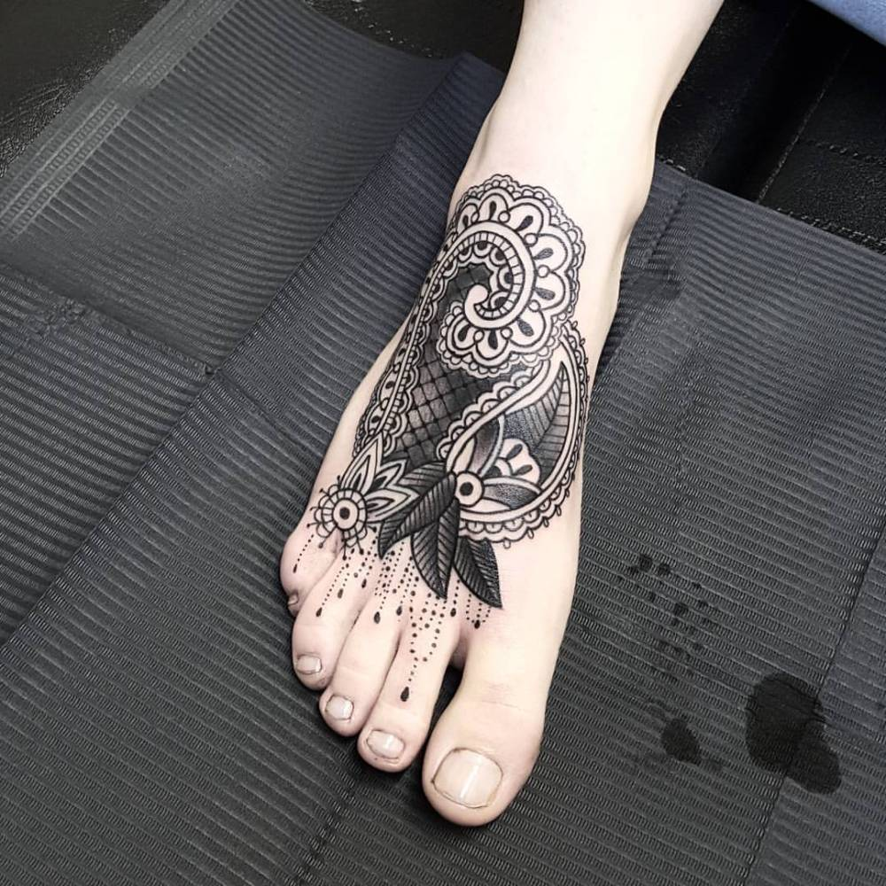 Henna inspired tattoo on the right foot.