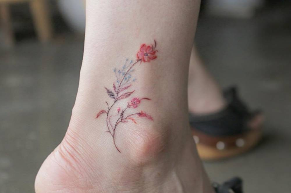 Wild flowers on the ankle.