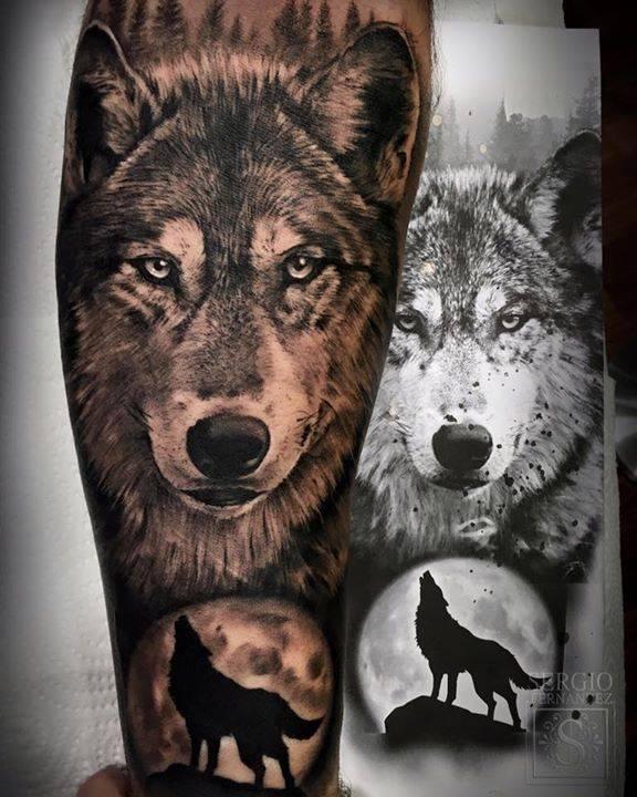 Tatuaje De Un Lobo De Estilo Black And Grey En El