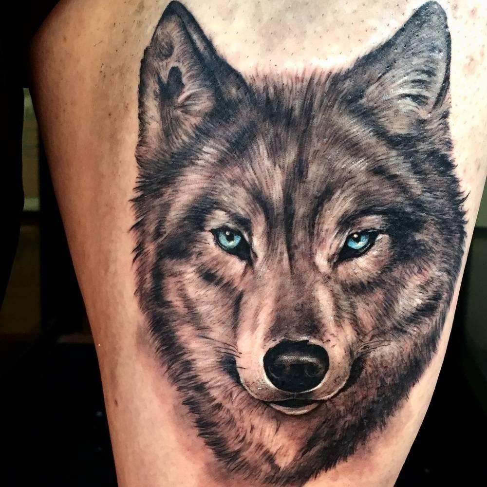 Tatuaje De Un Lobo De Estilo Black And Grey Situado En