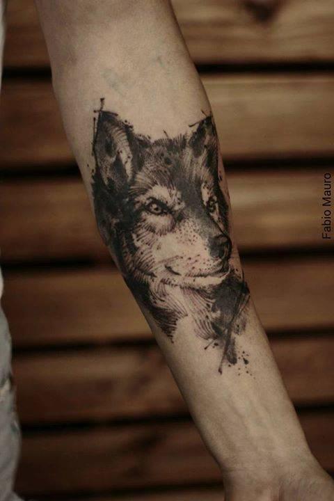 Tatuaje De Un Lobo De Estilo Sketch Situado En El