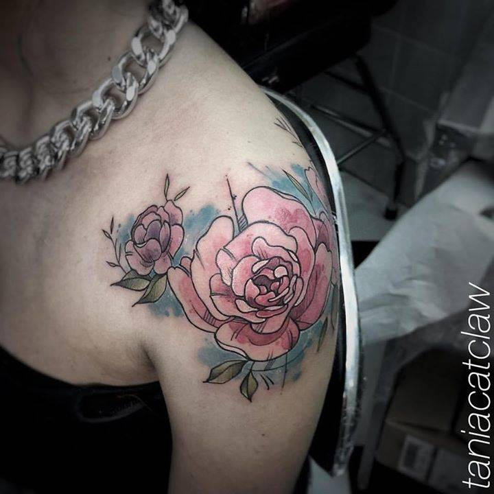 Pink rose tattoo on the left shoulder.