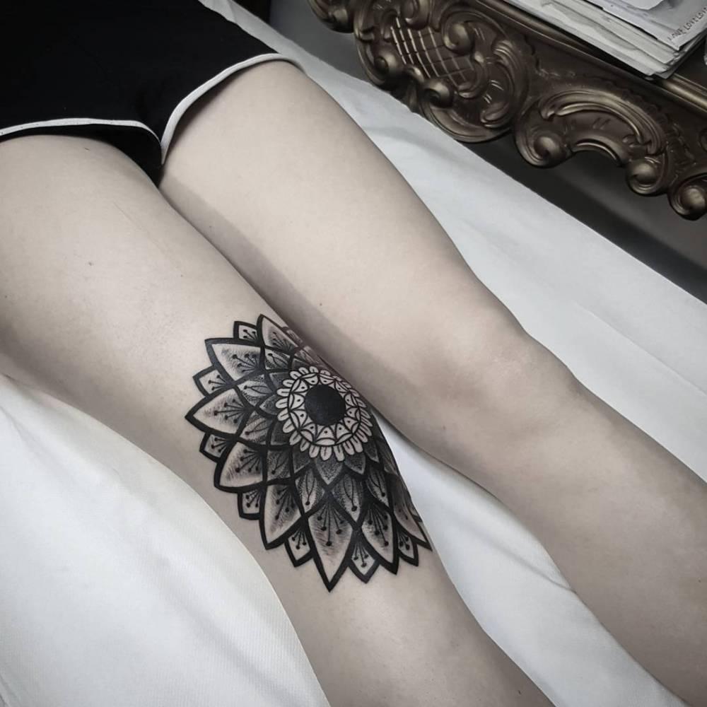 2830ec086 Mandala tattoo on the right knee.