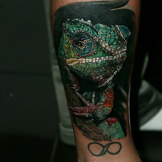 Chameleon Tattoo Finder: Realistic Chameleon Tattoo On The Right Leg