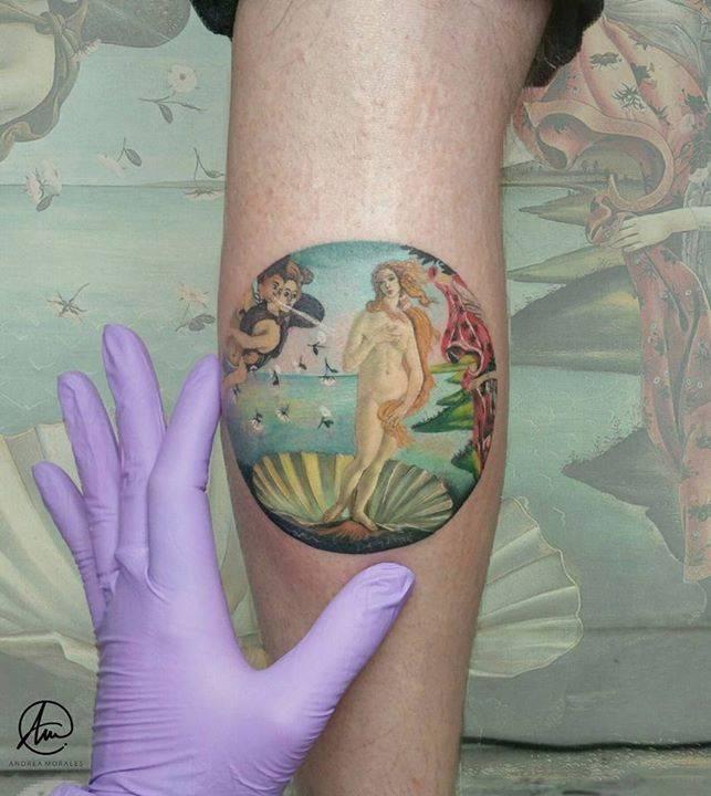 """E-NA-MO-RA-DA me encuentro de este microrealismo basado en el famoso cuadro """"El nacimiento de Venus"""" de Boticelli. Mi cliente se ha recorrido 14h de bus para venir a hacérselo y hoy, después de 4h de tatuaje, se ha vuelto a tragar otras 14h de"""