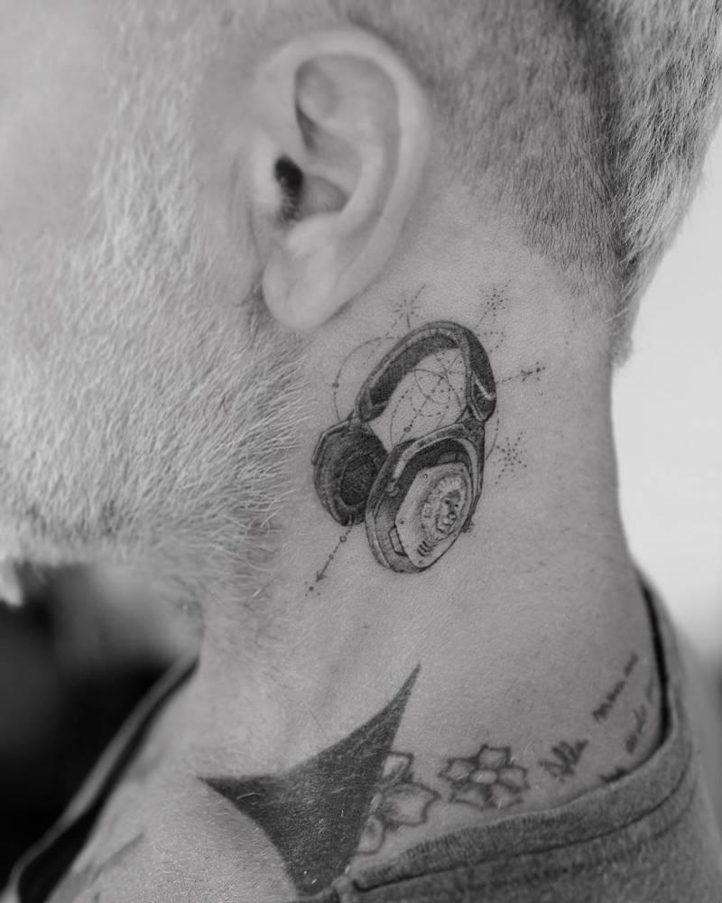Single needle headphones on Gianluca Vacchi.