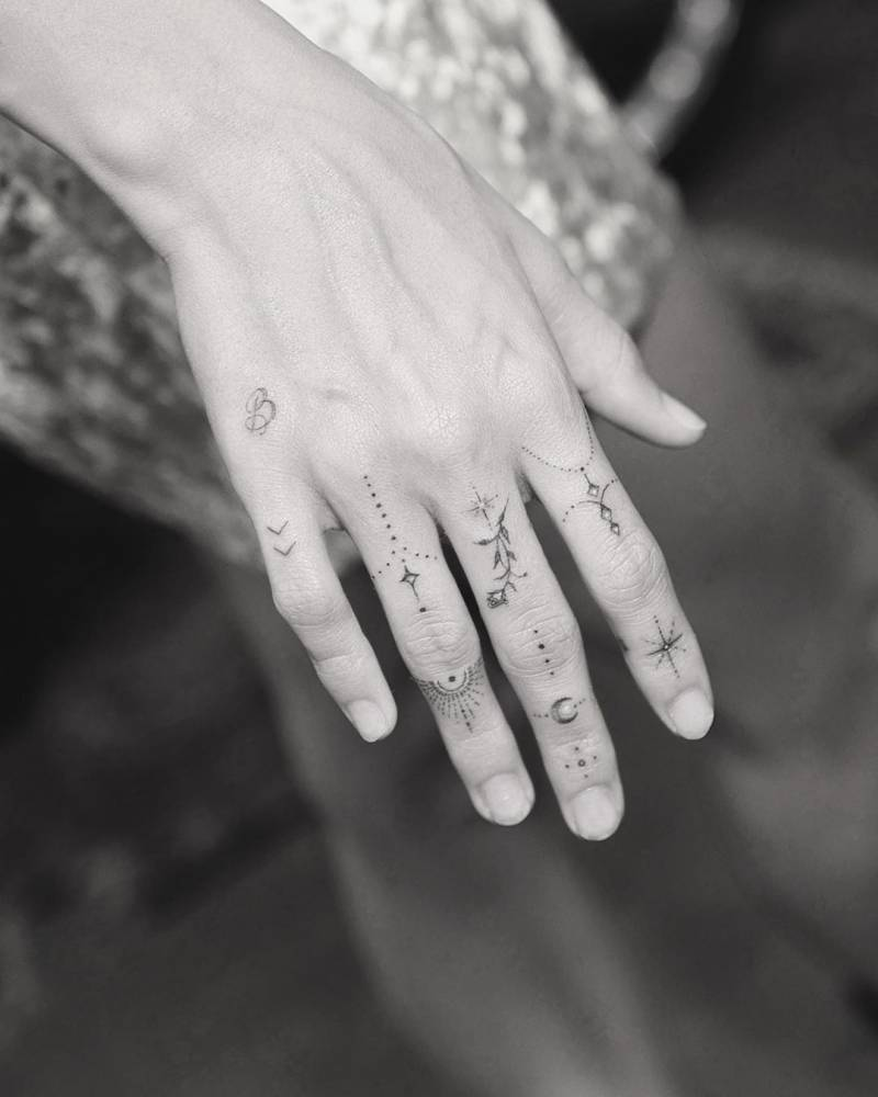 """""""New hand adornments for Hailey Bieber"""""""
