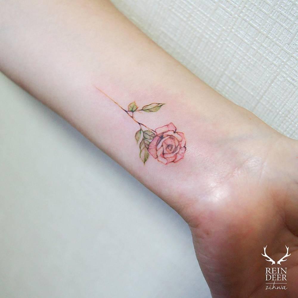 Маленькие тату для девушек цветы на руке для девушек