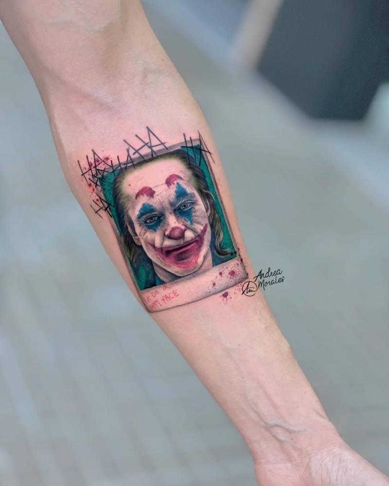 """Microrealismo de 9cm del retrato a color (12cm en total) de """"El Joker"""" en su última película ? realizado en el antebrazo de mi cliente David en Noble Art Gallery la semana pasada."""