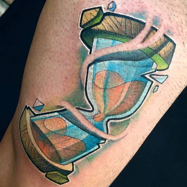 Tatuaje De Un Reloj De Arena De Estilo New School