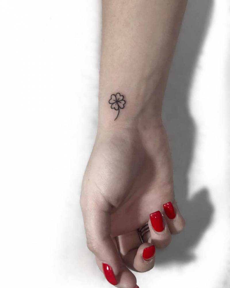 Four leaf clover tattoo on wrist