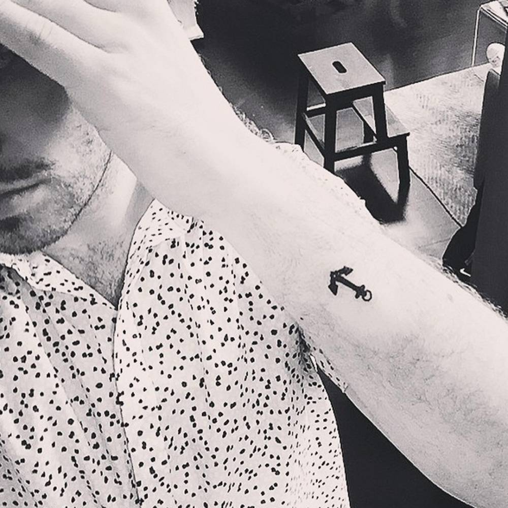 Anchor tattoo on Sam Smith. The artist took band mates Ben Thomas and Brendan Grieve to Rhys Gordon's Little Tokyo tattoo studio, where they all got matching anchor tattoos.