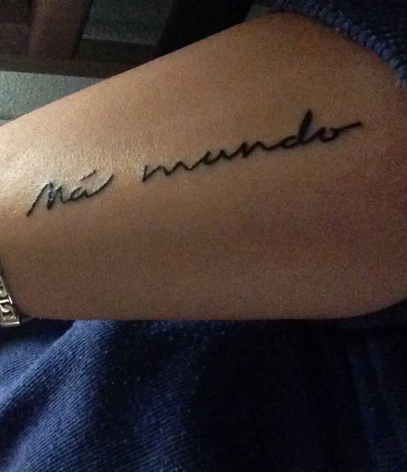 Tatuaje Que Dice Mas Mundo En El Antebrazo De
