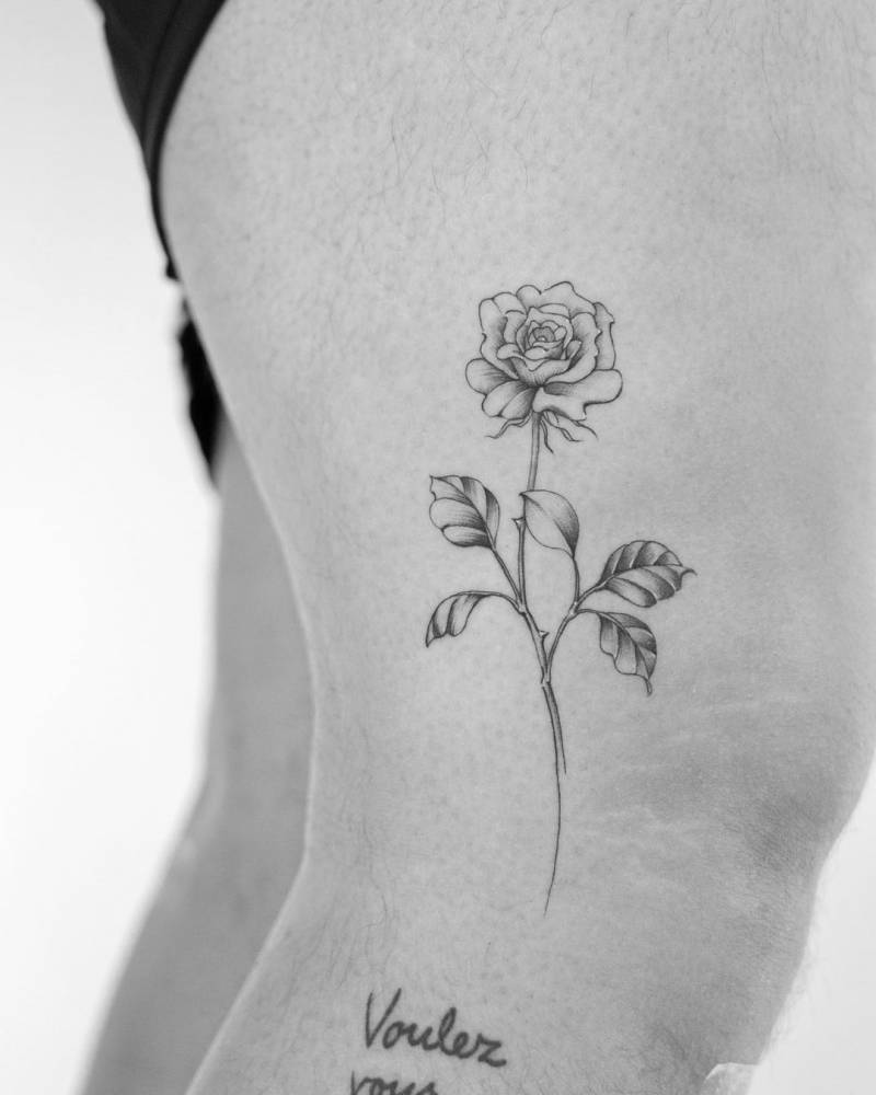 Micro-realistic rose tattoo on the knee.