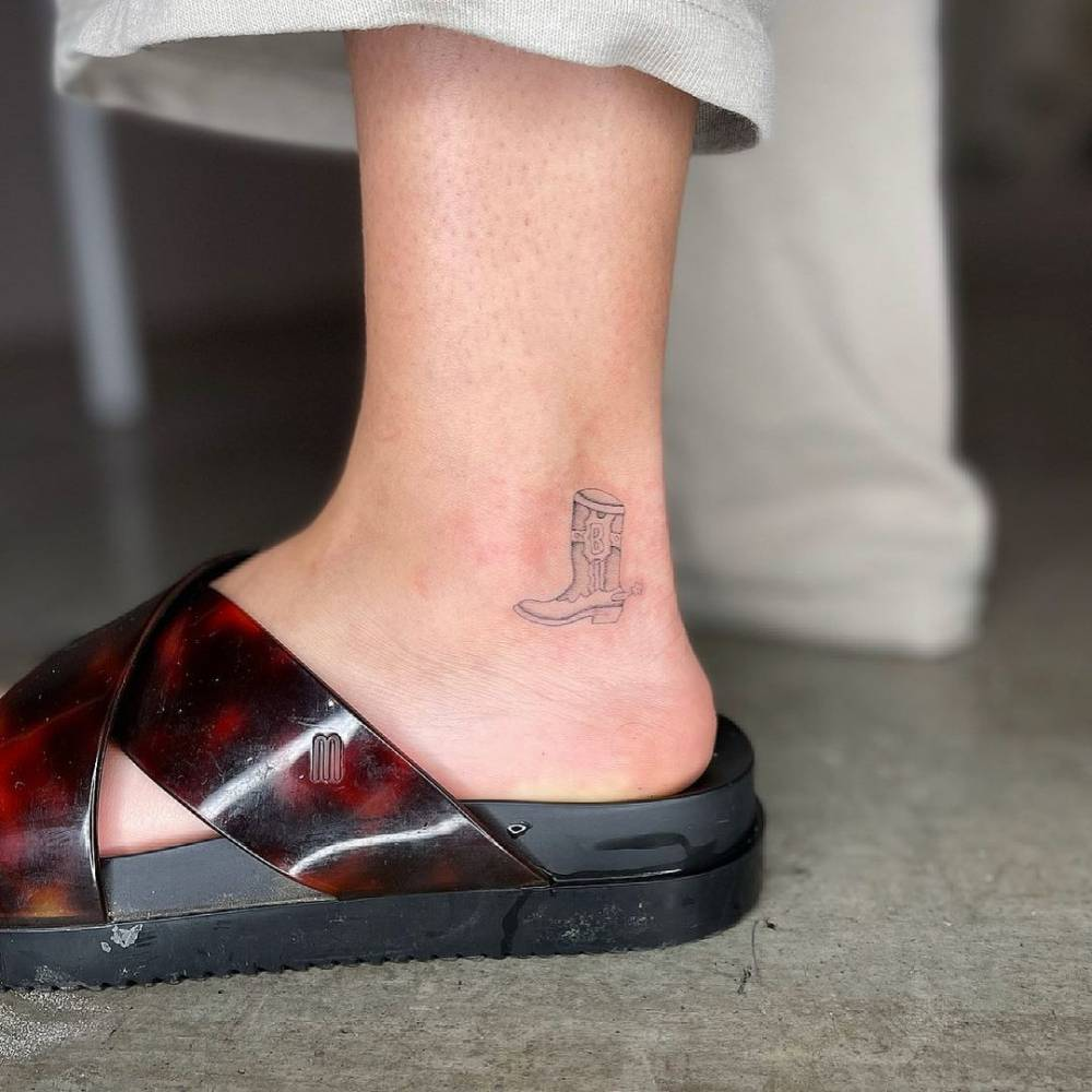 Single needle boots tattoo on the ankle.