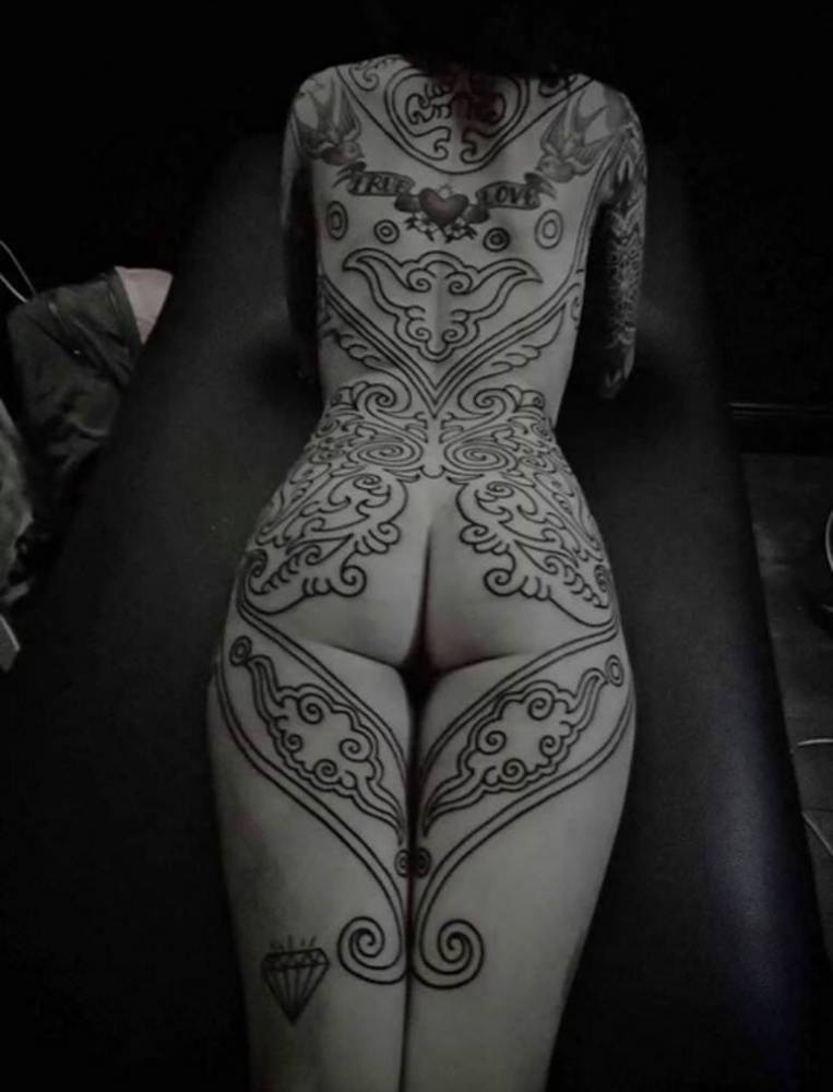 Candelaria Tinelli tattoos.
