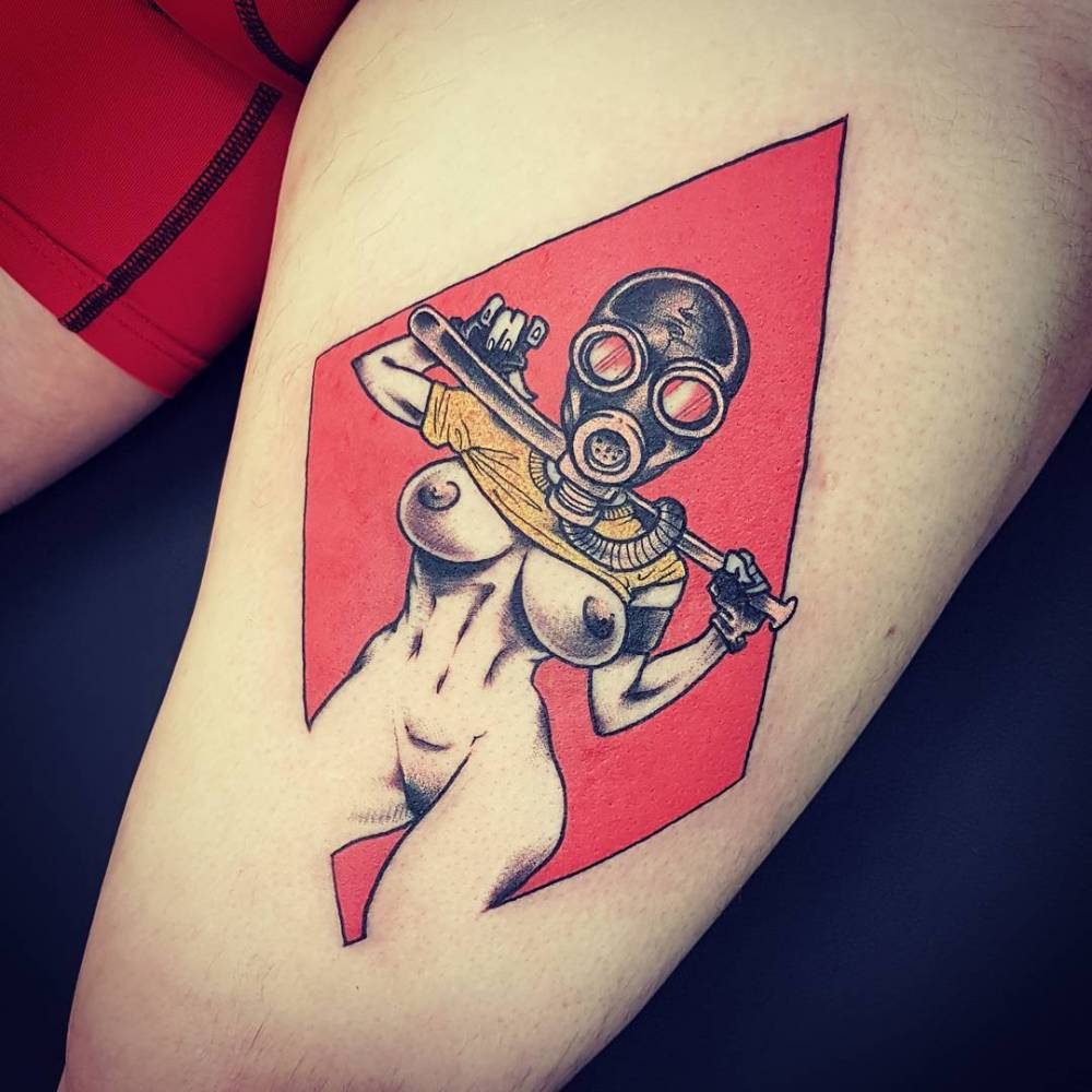 Comic style woman tattoo on the thigh.