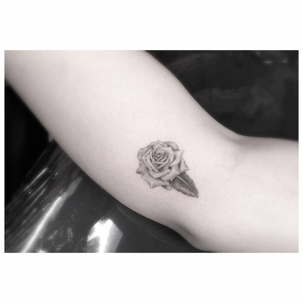 l Gardenia Tattoo Designs on front shoulder, what types flowers go good, rib cage, flower spine, betqeen shoulder blade, drawings for,
