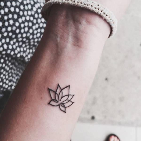 5567f3cba20a1 Little wrist tattoo of a lotus flower on Amina.