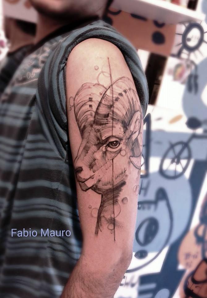 Tatuaje De Estilo Sketch Work De Un Carnero Situado En