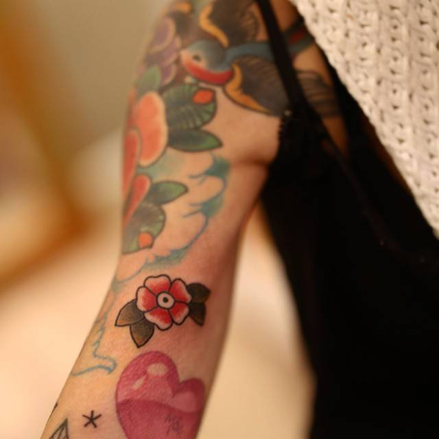 Traditional Style Flower Tattoo On The Right Bicep