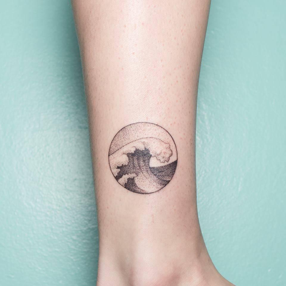 15 Refreshing Small Wave Tattoos