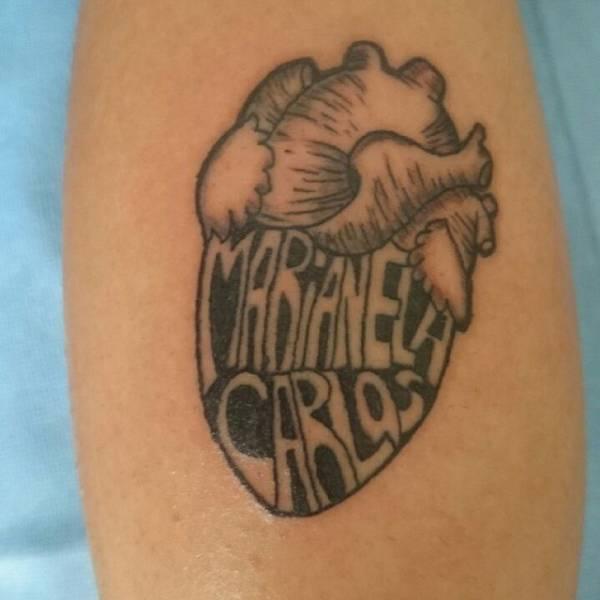 Tatuaje De Un Corazón En La Pantorrilla De Gustavo