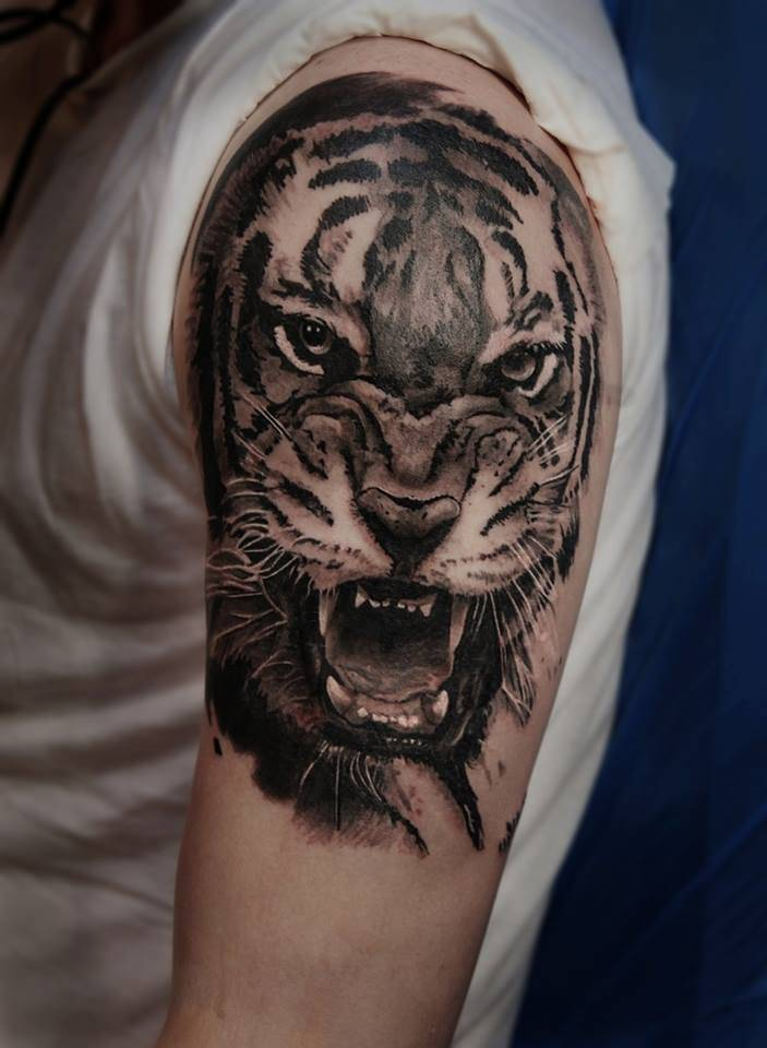 realistic tiger tattoo on the left upper arm and. Black Bedroom Furniture Sets. Home Design Ideas